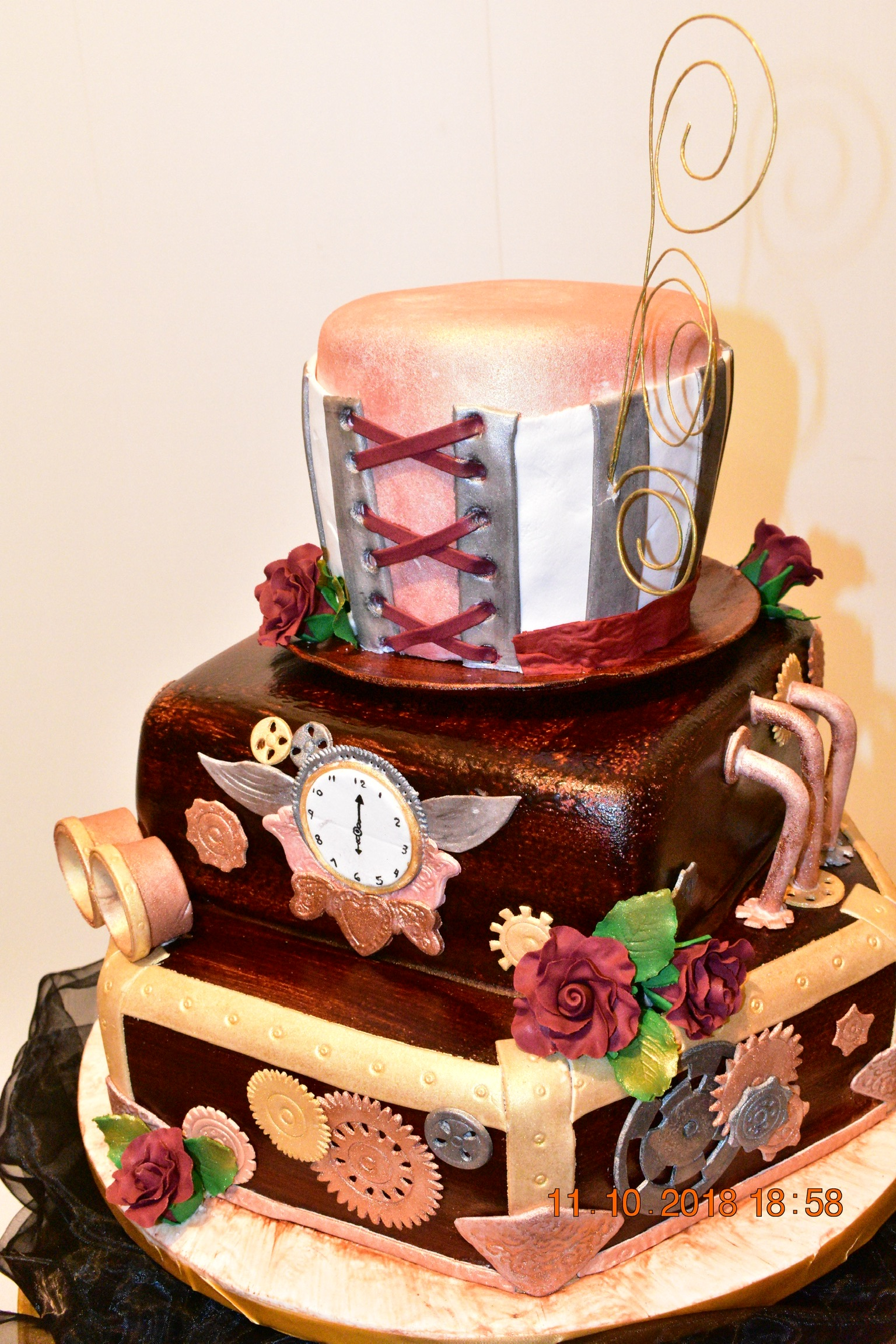 Custom luxury top hat & Clock cake
